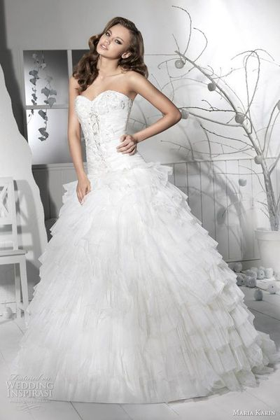 Not really a big fan of poofy wedding dresses but I loveeee ...