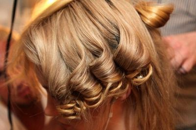 Tips to Make Curly Hair Straight and Vica Versa