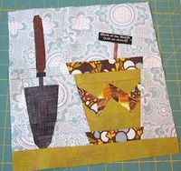 Link to link for free garden pot and spade quilt block pattern.