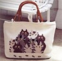 Crochet bag with kittens