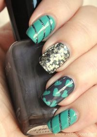 Nail art: Dip That Silver Dazzle in the Ocean