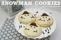 How to Decorate Snowman Cookies http://www.barnsandnoodles.com/how-to-decorate-snowman-cookies/