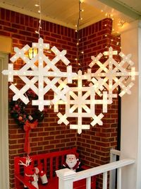 How to make wooden snowflakes with lights