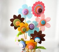 These felt flowers are the cutest
